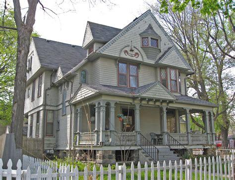 mature houses jpg 2048x1573
